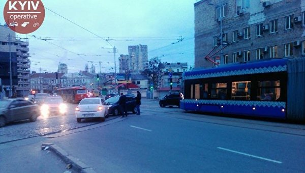 ДТП в центре Киева, которое привело к образованию очереди из трамваев