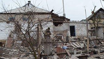 Ситуация в Донбассе после обстрелов ополченцев. Архивное фото