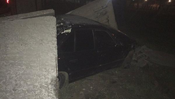 BMW протаранил забор исправительной колонии в Херсоне