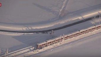 В Японии в ловушке оказался поезд с более 400 пассажирами