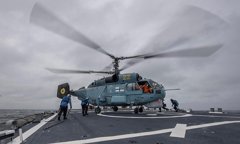 Тренировочная посадка украинских вертолетов на борт американского эсминца