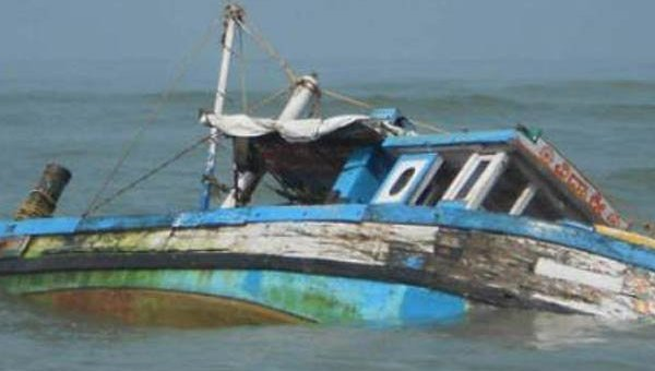 Лодка с детьми перевернулась у берегов Индии
