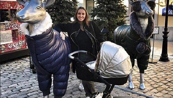 Анна Ризатдинова с ребенком