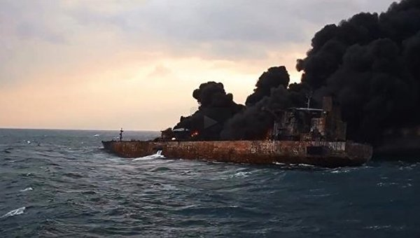 Горящий иранский танкер