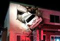 В США автомобиль влетел в окно второго этажа клиники