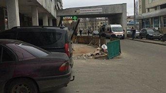 Место смерти бездомного под стенами киевской больницы скорой помощи