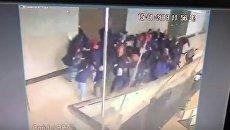Обрушение части здания индонезийской биржи. Видео