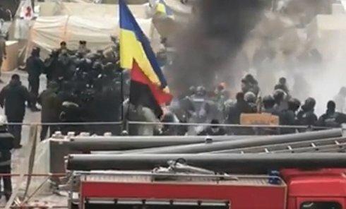 Драка под Радой протестующих и полиции. Видео