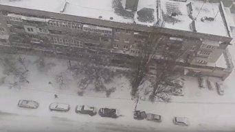 Одессу заметает снегом. Видео