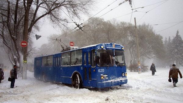 Вчетырех областях государства Украины из-за снегопадов ограничили движение грузового автомобильного транспорта