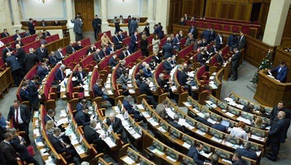 Семенченко проинформировал, что спецназовцы пытались помешать активистам сжечь русский флаг перед Радой