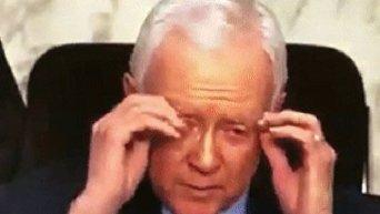 Сенатор США Оррин Хэтч снял несуществующие очки