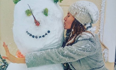 Одесситы лепят удивительных снеговиков