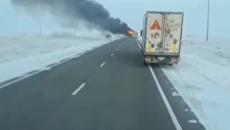 Заживо сгорели 52 человека. Появились кадры пылающего автобуса в Казахстане. Видео