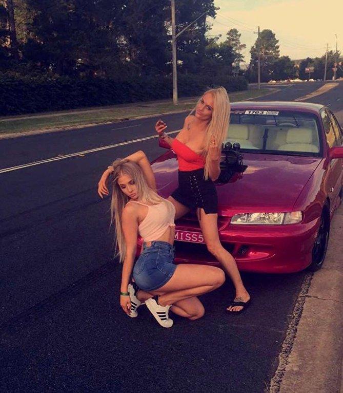 46-летняя мама и 22-летняя дочь – самые сексуальные автомобилистки