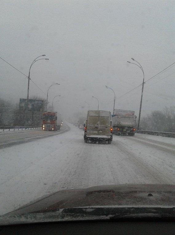 Ситуация на дорогах из-за снегопада 18 января 2018. Киев, ул. Заболотного