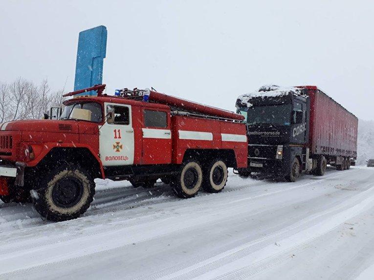 Ситуация на дорогах из-за снегопада 18 января 2018. Закарпатье