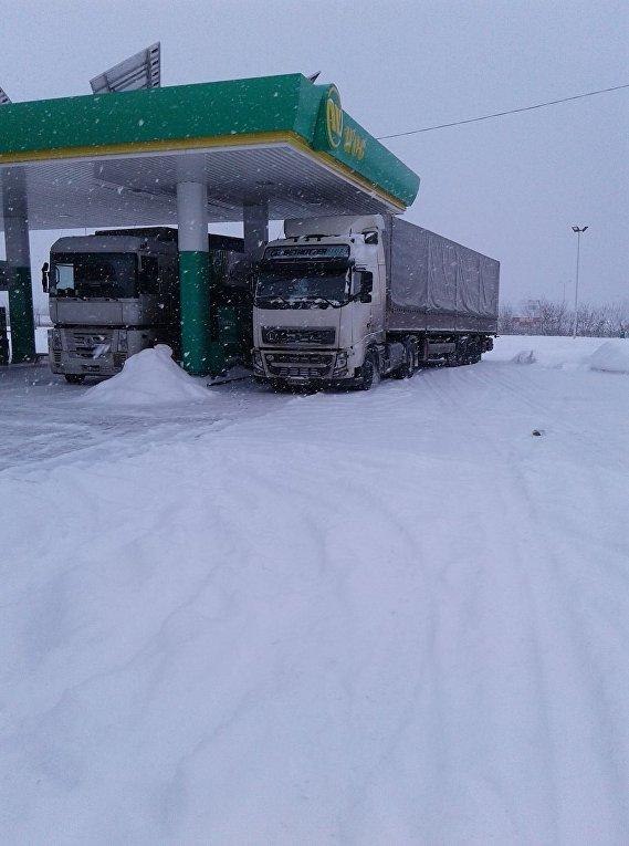 Ситуация на дорогах из-за снегопада 18 января 2018. Васильевка, Запорожская обл.
