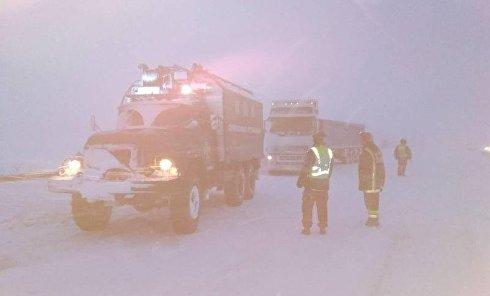 Ситуация на дорогах из-за снегопада. Архивное фото