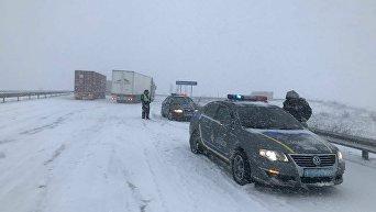 Ситуация на дорогах из-за снегопада в Одессе. Архивное фото