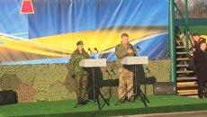 Порошенко пел гимн Украины. Видео