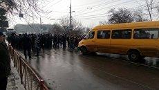 В Хмельницком взбунтовались ветераны МВД, перекрыта улица. Видео