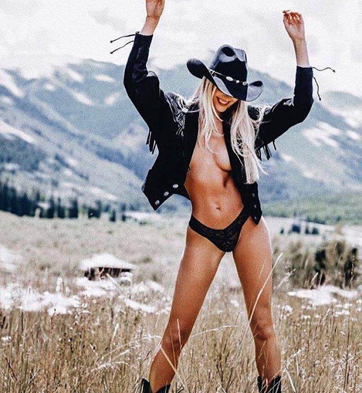 Самая дорогая бикини-модель Кендис Свейнпол