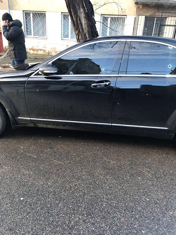 Автомобиль Mercedes, обстрелянный в Одессе