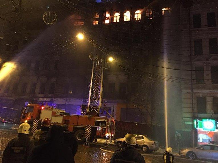 Масштабный пожар на ул. Б. Хмельницкого возле ЦУМа в Киеве