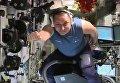Российский космонавт Антон Шкаплеров показал, как летает на пылесосе