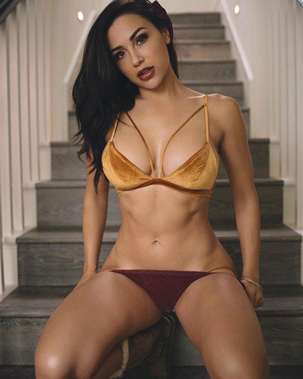 Бикини-модель Алексис Рен из Калифорнии