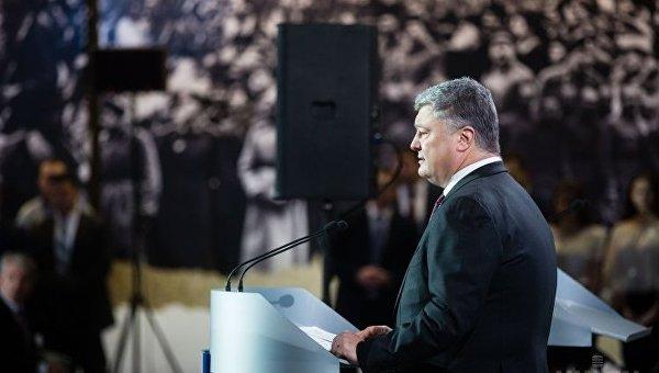 Президент Украины Петр Порошенко выступил на торжественном собрании по случаю Дня Соборности Украины и 100-летия провозглашения независимости УНР