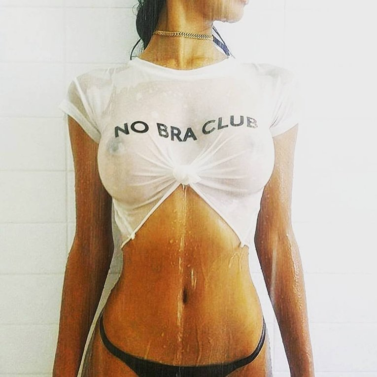 В Instagram набирает популярность новый женский флешмоб за свободу груди от бюстгальтеров