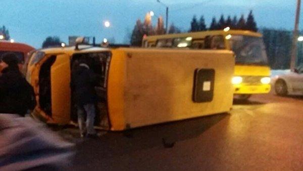 ВоЛьвове столкнулись маршрутка имикроавтобус, есть пострадавшие