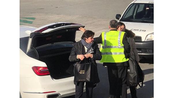 Министр культуры Украины Евгений Нищук перед отлетом в Киев из аэропорта швейцарского Цюриха