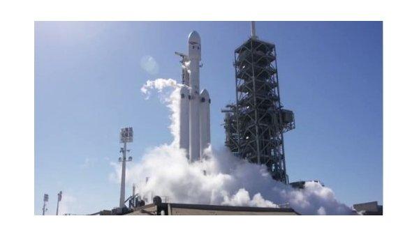 SpaceX провела испытание ракеты-носителя Falcon Heavy