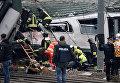 В Италии возле Милана поезд сошел с рельсов