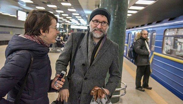 Вметро украинской столицы увидели композитора «Шерлока» и«Властелина колец»