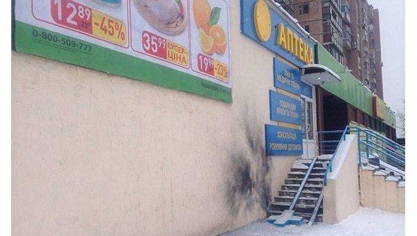 На месте взрыва возле магазина в Харькове