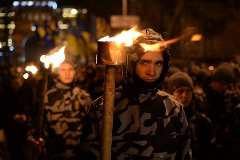 Факельный марш в честь героев Крут