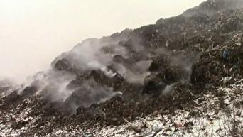 Под Полтавой сутки горел мусорный полигон: кадры с места ЧП. Видео
