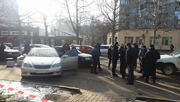 В Одессе у детской площадки полиция со стрельбой задержала автоворов