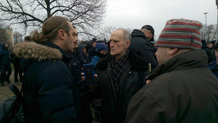 Игорь Мирошниченко (слева) у Десятинного монастыря в Киеве