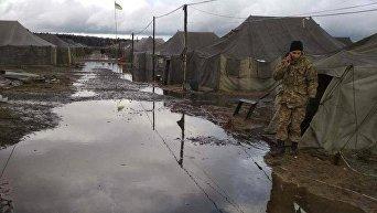 Боевые учения на фоне гнилых палаток в Чернигове