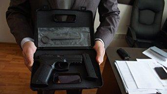 Наградное оружие сотрудника криминальной разведки Нацполиции