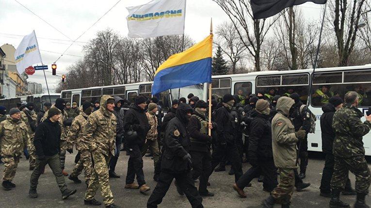По бульвару Шевченко на акцию поднимается отряд Семена Семенченко