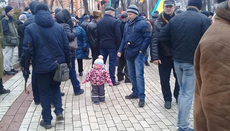 Люди собираются на марш Михаила Саакашвили в Киеве