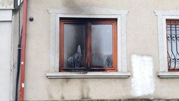 В здание союза венгров в Ужгороде бросили коктейль Молотова