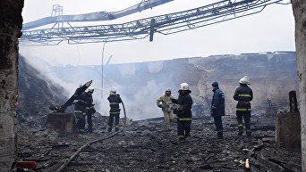 Появились кадры масштабного пожара на маслозаводе под Николаевом. Видео