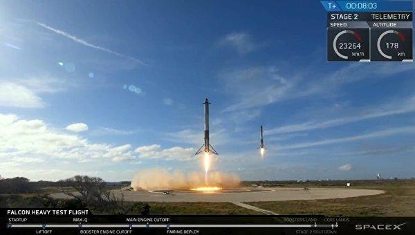 Вертикальное приземление боковых ускорителей Falcon Heavy